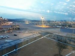 Die Offiziere besuchen die Einsatzleitzentrale für die Notrufnummern 118 & 144 am Flughafen Zürich.